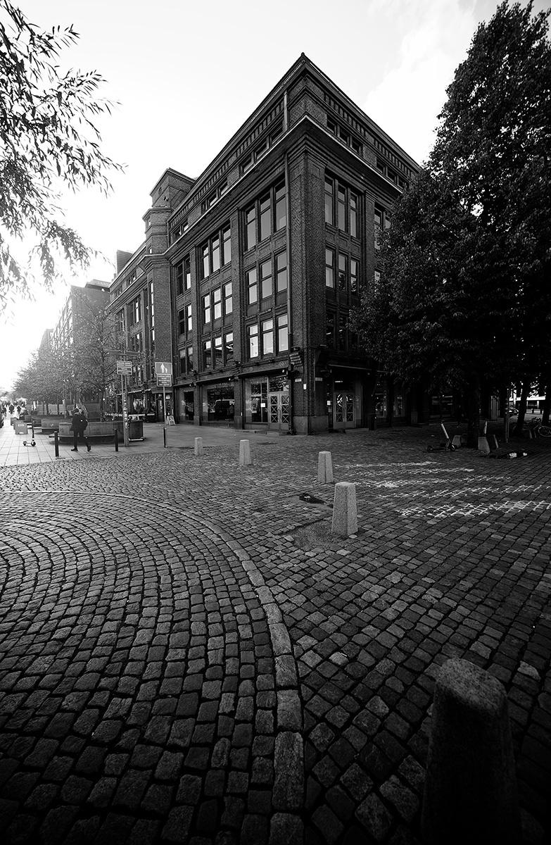 Helsinki Kamppi Alko in black and white