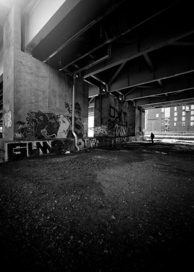 kalasatama helsinki mustavalkoinen black white streetphoto katukuvaus graphiti graffiti tägi