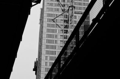 kalasatama helsinki mustavalkoinen black white streetphoto katukuvaus tornitalo